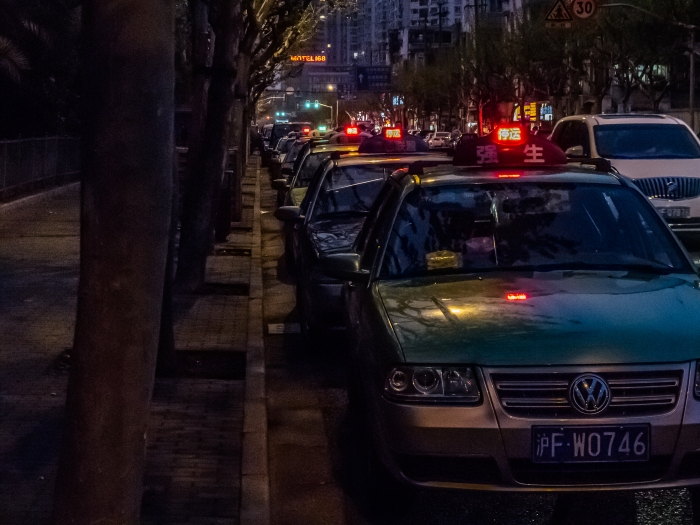 Off-duty taxis line Pucheng Lu